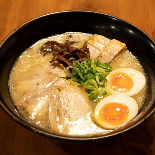 吉祥寺『九州らーめん 祥』で、豚骨スープに極細麺の博多ラーメン進化系を味わう