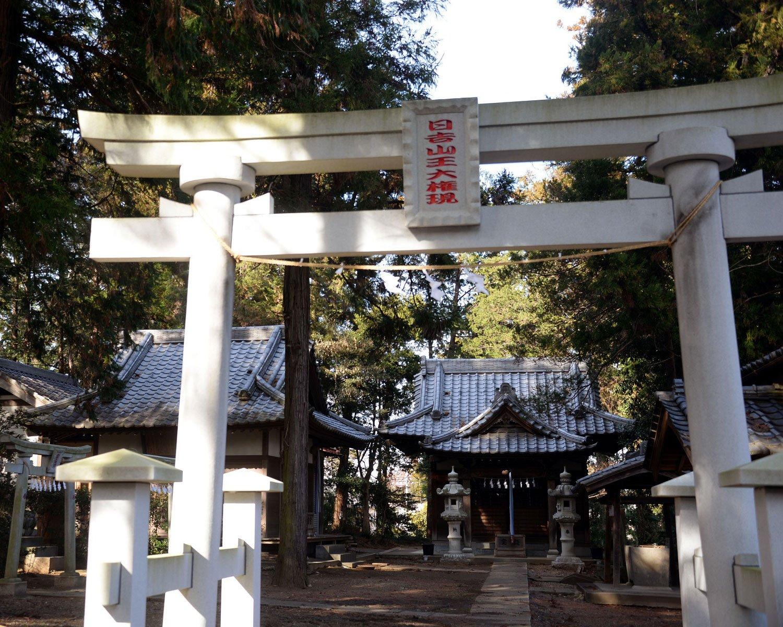 大蔵神社。近年付近の発掘調査で義賢時代らしき遺構が見つかった。