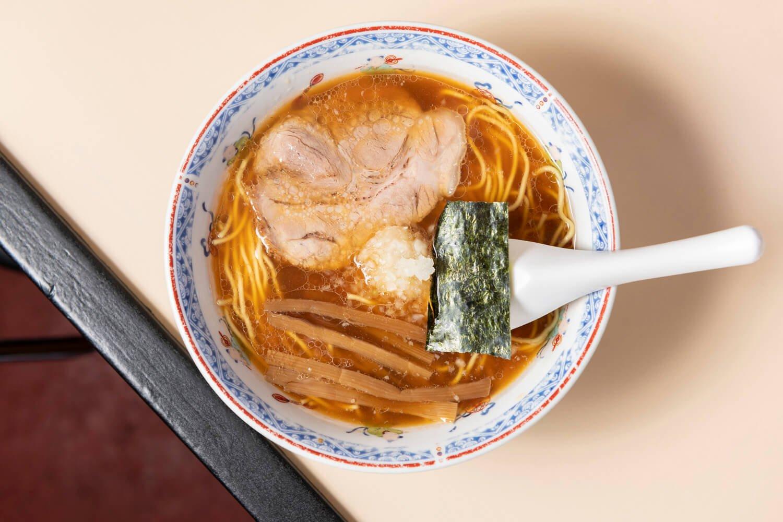 ラーメン並600円。麺は好みに応じて柔らかめや硬めなどを選べる。
