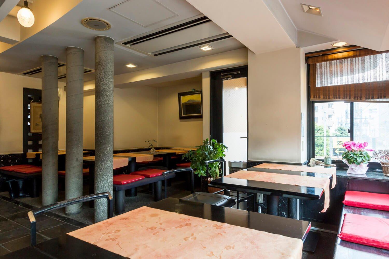 和風の喫茶店のよう。2階にあって明るい。