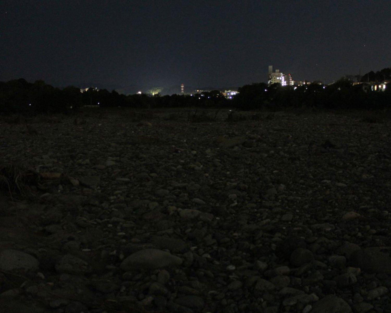 河辺荒野。賽の河原のような石ゴロゴロ地帯。