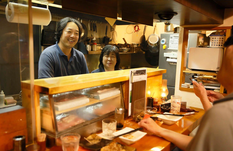 店主と小岩出身の奥様、かおりさん。10月からジビエ料理を提供する日も!