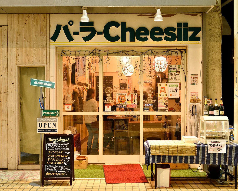パーラーは沖縄で軽食を売る簡易店舗の意味。