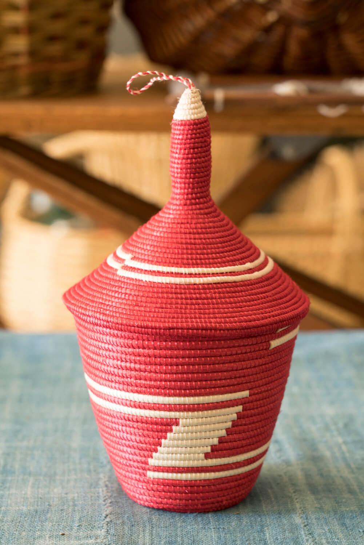 ルワンダの花嫁道具的なバスケットのアガセチェ5720円。