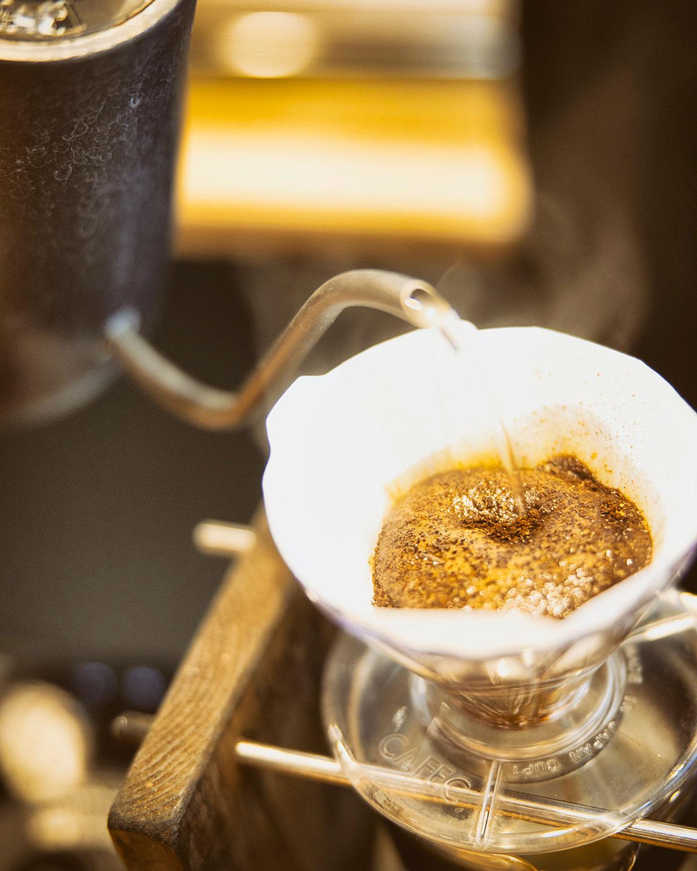 日替わりのハンドドリップコーヒーを楽しむこともできる。300円~。