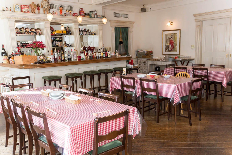 店内は80年代のアメリカの洋食屋をイメージ。