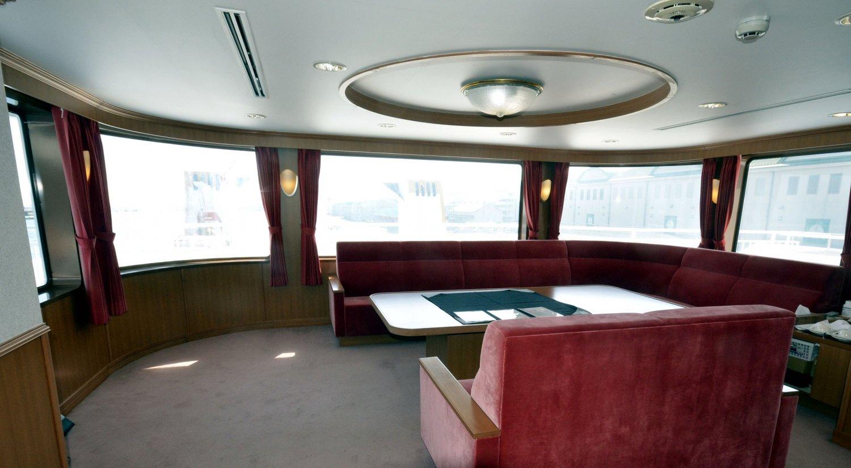 ゆったり船旅が楽しめる最上階の貸切特別室。8名まで利用可。