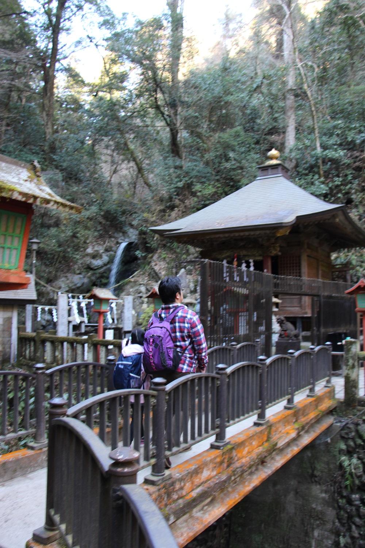 琵琶滝でお参り。