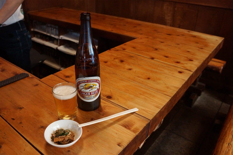ビール800円。