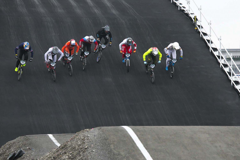 高さ8mのスタート台から時速60kmで駆け下りる。観客は全コース見渡せるのが魅力だ。