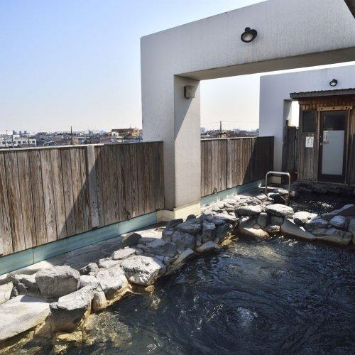 露天風呂のある東京のぜいたく銭湯7選~心も体も裸になって飛びこめ!
