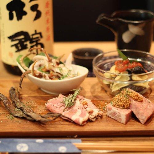『神田 日本酒バル 酒趣』でハマる、熟成酒の奥の細道