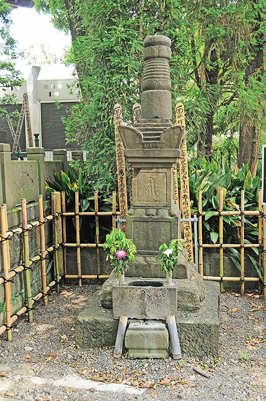 西念寺服部半蔵墓 (1)