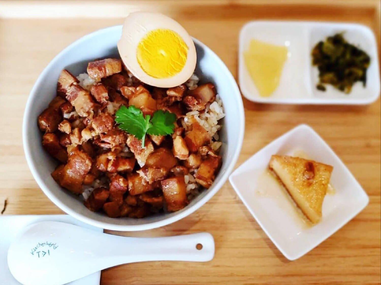ランチタイム1日10食限定の魯肉飯900円。
