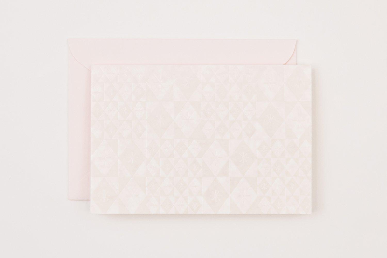はいばらカード「色硝子」440円。風合いのある洋紙に、榛原の代表的なデザイン「色硝子」文様を箔押しした、上品なカード。