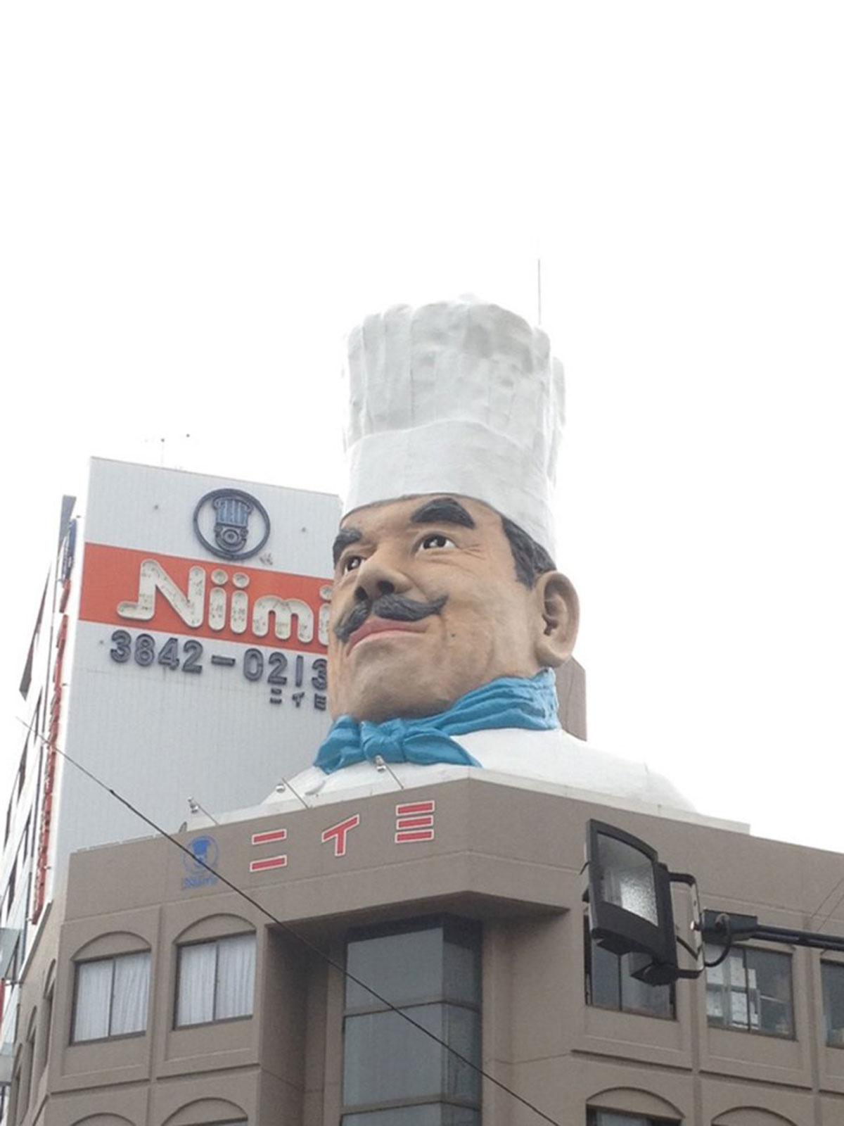 ニイミ洋食器店の巨大コック像(2013年撮影・合羽橋)