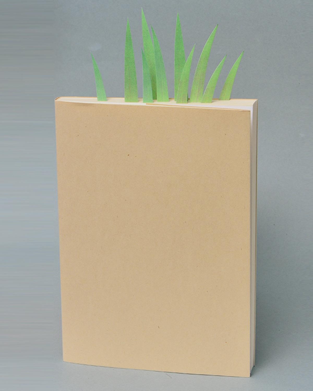 GreenMarker。草のシルエットをしたふせん。本にふせんを張り付けるにつれて、知の草むらが茂っていく。グッドデザイン賞受賞の代表作。770円・mini506円。