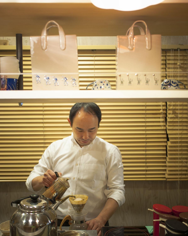 店主廣田英朗さんがペーパードリップで供すコーヒーは穏やかな味わい。