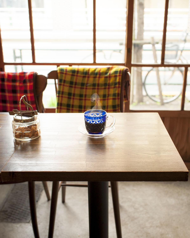 コーヒー各種530円(おかわり1杯のみ265円~)。特製カップは1万1000円で購入可。