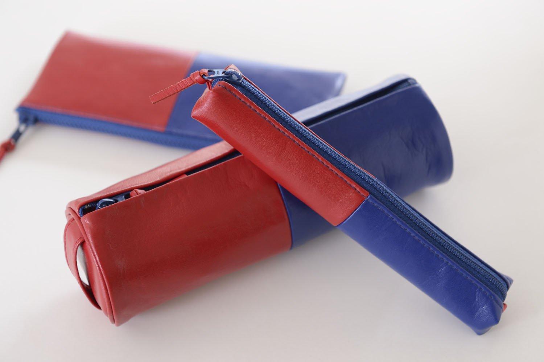 赤青鉛筆がモチーフのペンケース2052円~も息の長い人気商品。