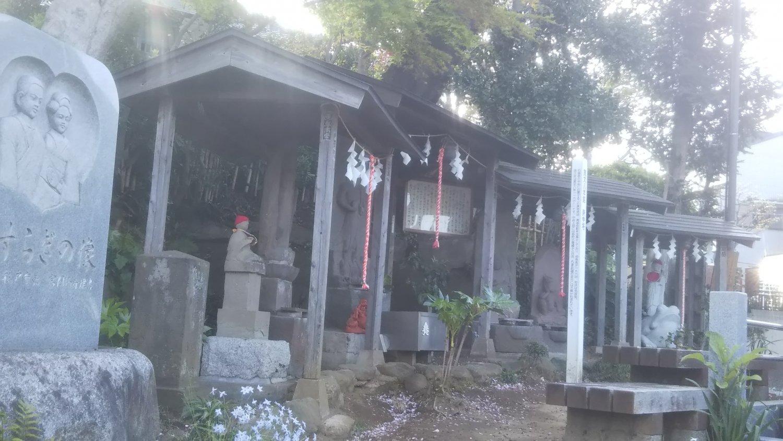 矢喰村庚申塚。16世紀中期の国府台合戦の死者を弔うため江戸時代中期に地元民が寄進。