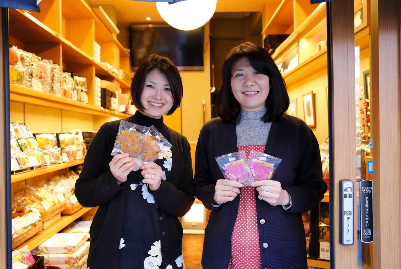 女将の鈴木佐代子さんと、若女将の晴絵さん。晴絵さんは元パティシエで「新風を吹き込んでくれました」と佐代子さん。