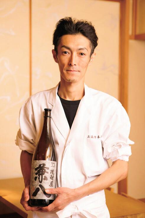 焼酎アドバイザーの店長、坂野善弘さん。