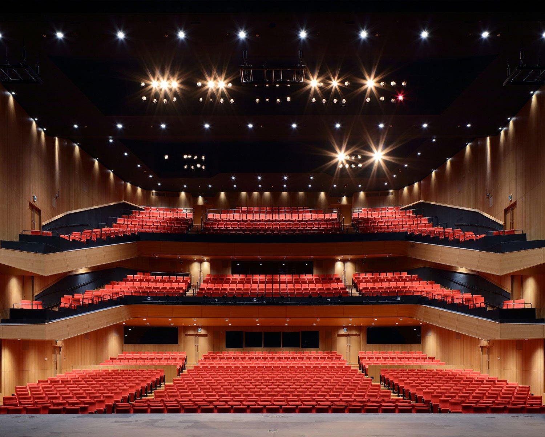 「東京建物BrilliaHALL(豊島区立芸術文化劇場)」では、宝塚歌劇やミュージカルなどが行われる。