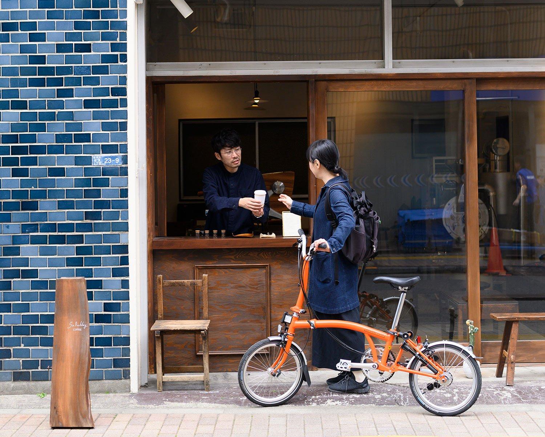珈琲500円。現在ラインナップは中深煎り、深煎りが中心だが、浅煎りも鋭意研究中。豆売り可。