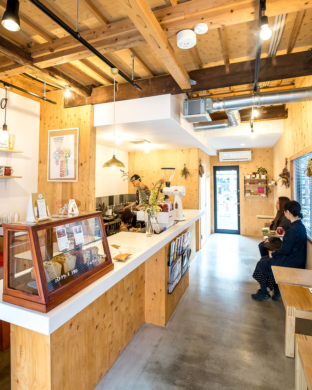 店舗は築60年以上になる木造民家を改装。