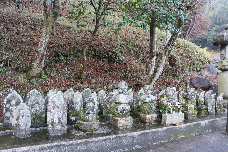 城下の天龍寺にある、明智一族の墓参りも忘れずに。