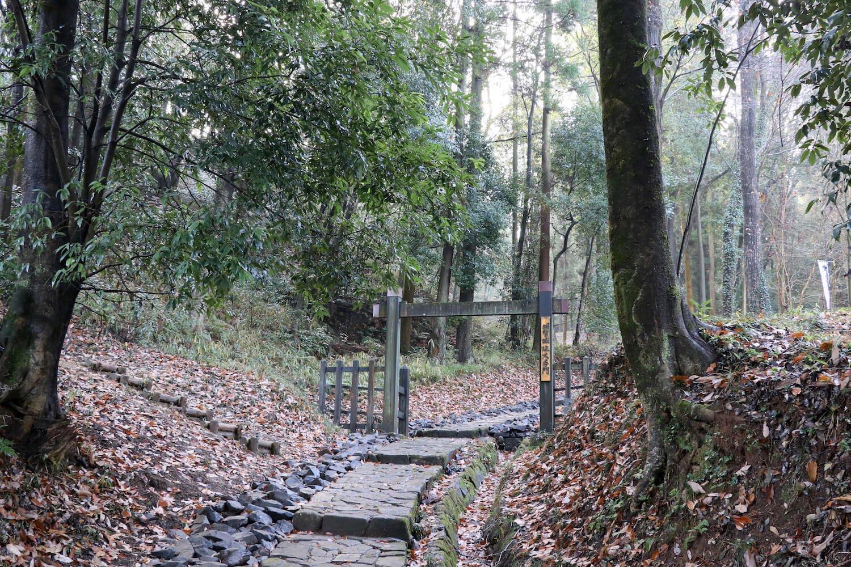 大手門は冠木門(かぶらぎもん)で再現されている。