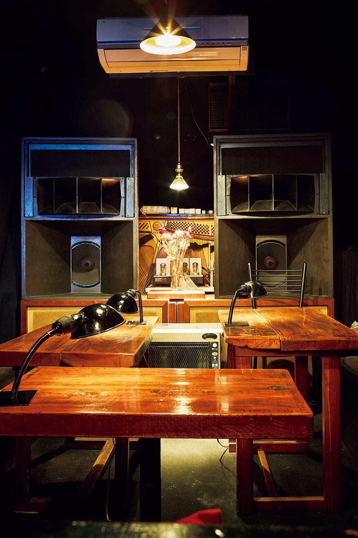 ジャズにどっぷりと浸れる、贅沢な空間。このコーナーはおしゃべり禁止。