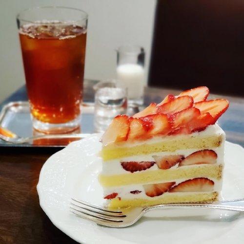 いちごのショートケーキと紅茶の美味しいお店『Tea&Cake Grace』~黒猫スイーツ散歩 荻窪・西荻窪編②~