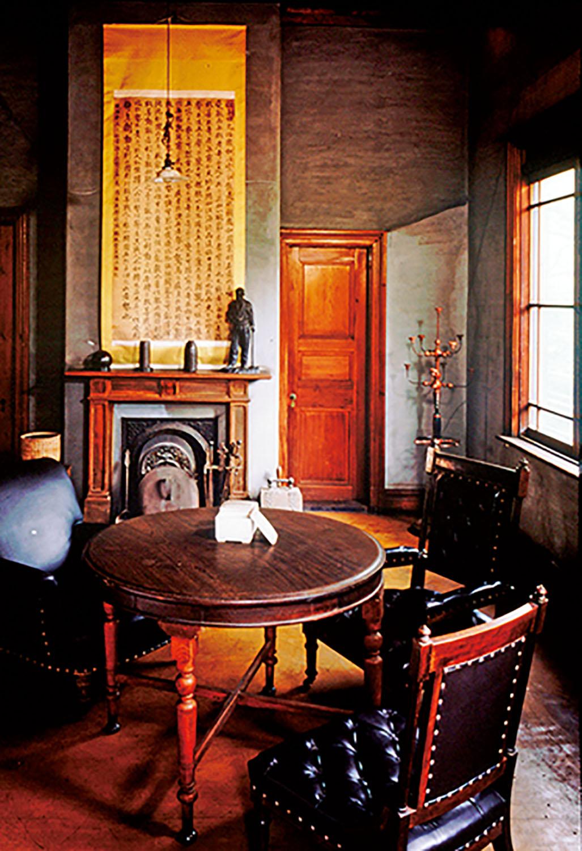 明治35年(1902)に建てられた旧乃木邸。年3回内部を公開している。