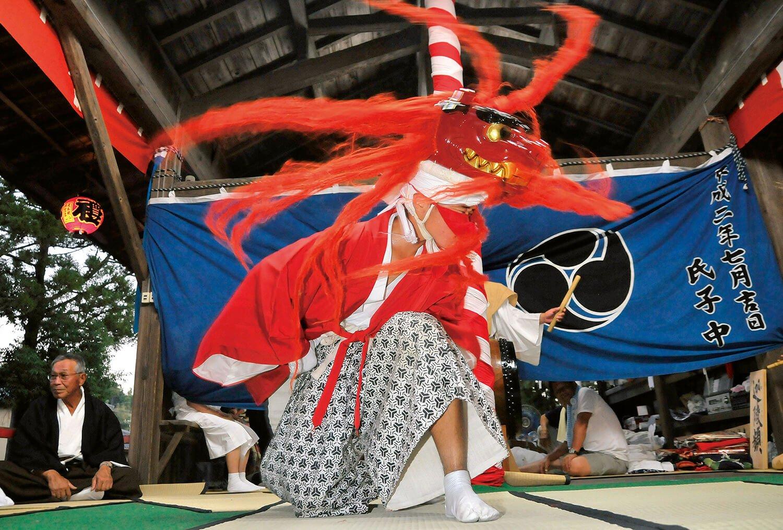 16世紀初めに摂津国(大阪)から伝わったとされる舞は八段構成。
