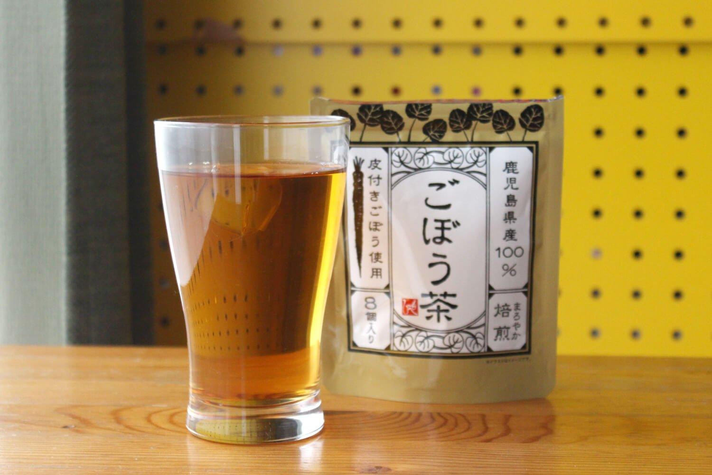 当たり前にうまい「ごぼう茶ハイ」。焼酎はクセの少ない宝焼酎を使用。