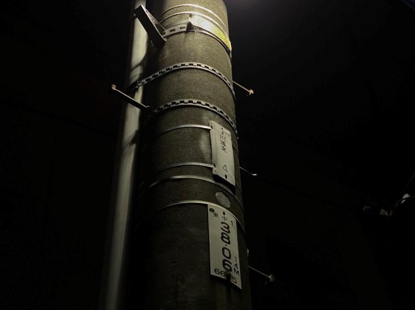 電線だけでなく電柱にも注目だ!