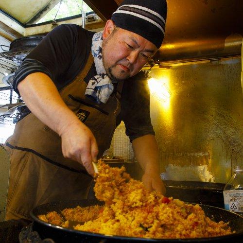 行列店『TOKYO PAELLA』に聞く、キッチンカーの流儀