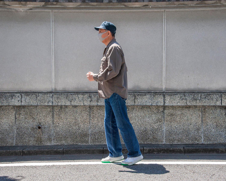 つま先小走り。いわゆるスロージョギング。背筋を伸ばし、地面にかかとをつけずに小走り。疲れたら歩いてよし。脂肪燃焼にも効果あり。家の中でもどうぞ。