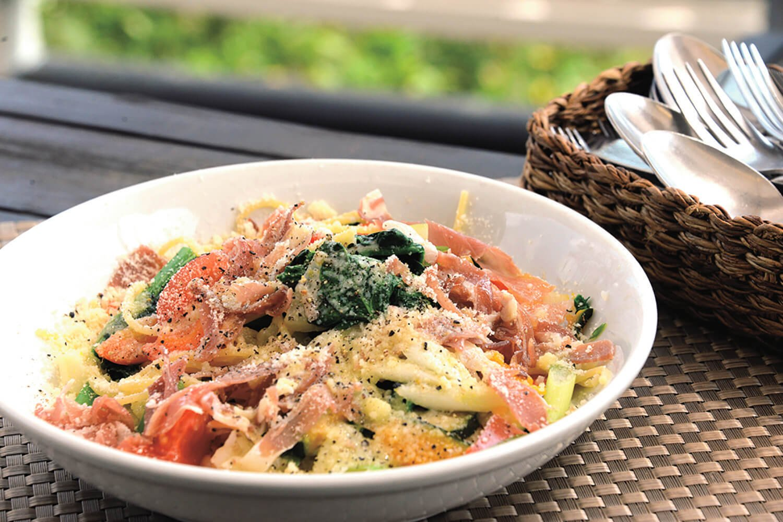 「富里野菜と生ハム パルメザンチーズのスパゲッティ」1320円。
