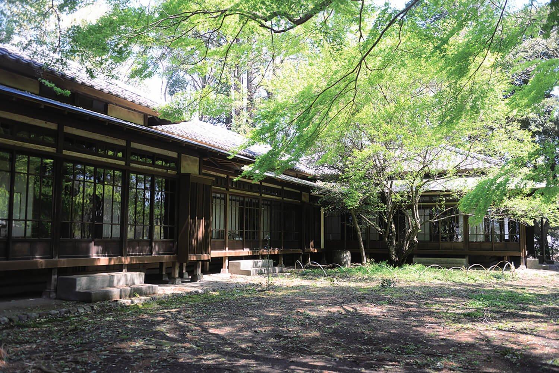 岩崎が終の棲家とした瀟洒(しょうしゃ)かつ軽快な近代和風建築。母屋は昭和2年(1927)築。