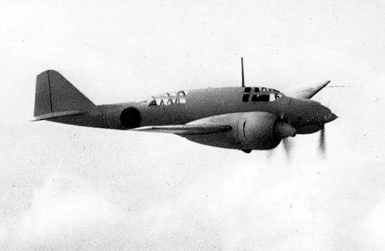 時速630㎞(三型)と実用化された旧日本軍機で最速を誇り、海軍も使用した新司偵。