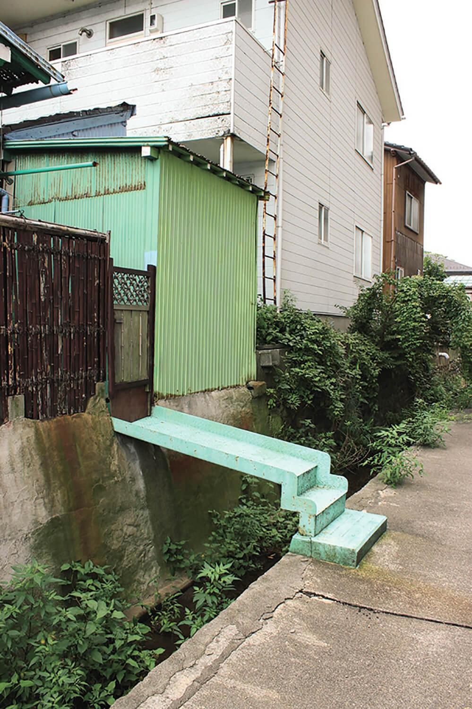 石川県金沢市の住民が作り出した風 景を収集し、本にまとめる「金沢民景」。 写真は街の「私有橋」。