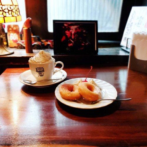 日本で最初にウィンナーコーヒーを出した老舗喫茶店『 ラドリオ』~黒猫スイーツ散歩 神田・神保町編②~