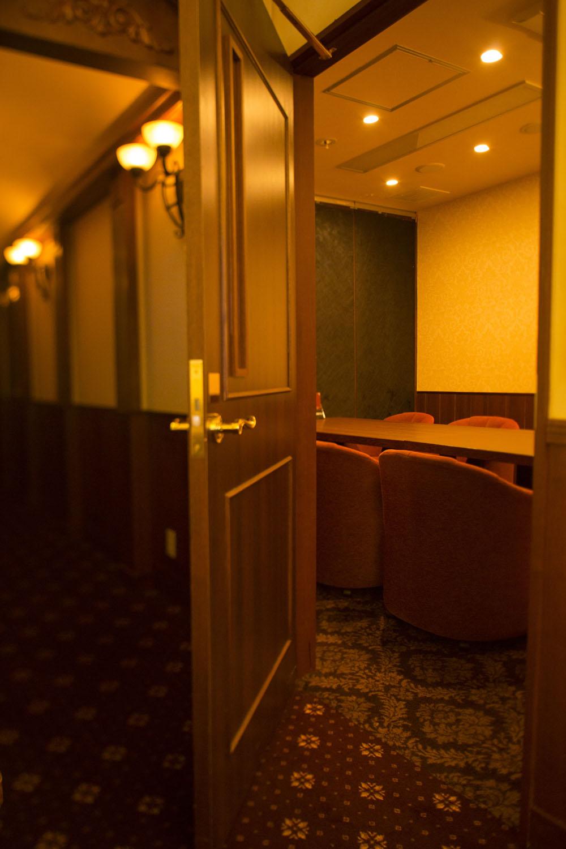 5部屋ある個室会議室では大事な商談を。