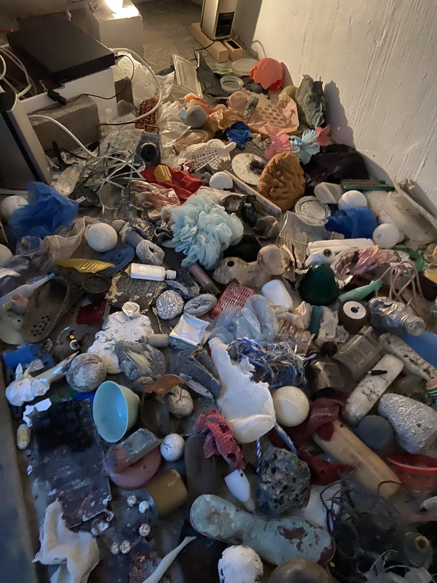中里さんが拾い集めた漂着物たち。