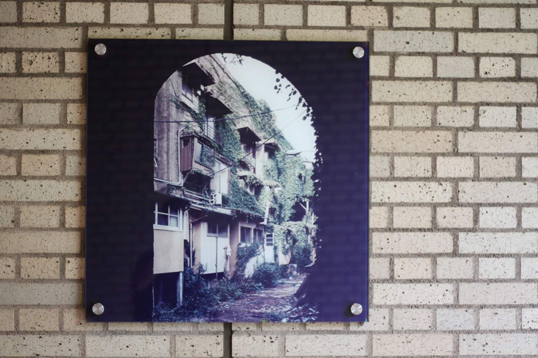 「代官山アドレス」の通路に、アパートの昔の写真が展示されていた。