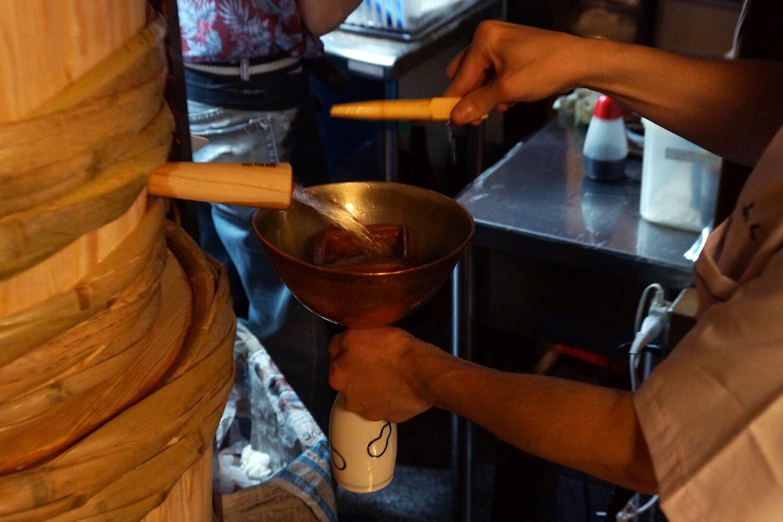 次は常温でもらおう。樽の中身の量によっても水圧が変わるので、注ぐのにも技がいる。