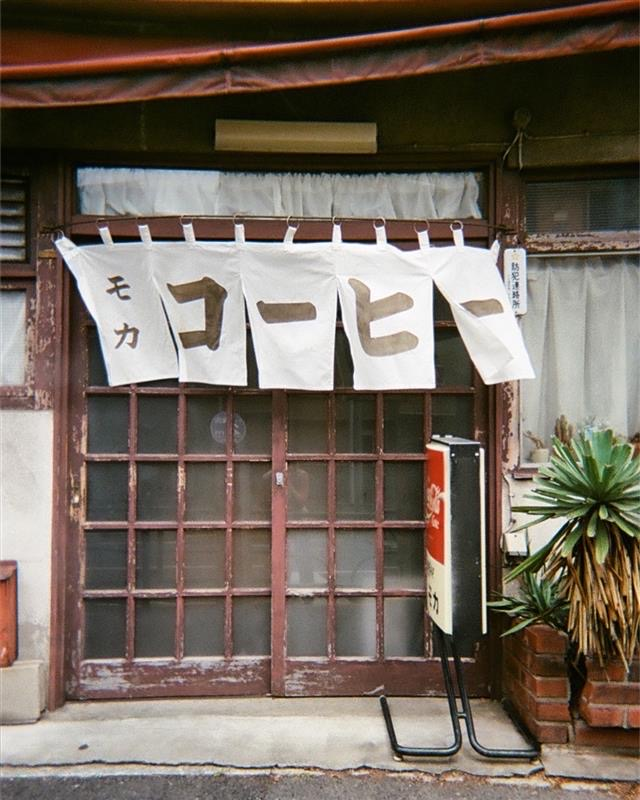 暖簾がきれいなお店の代表例。(撮影=佐藤)